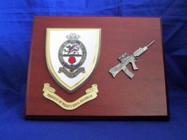 PRINCESS OF WALES'S ROYAL REGIMENT ( PWRR ) MESS SHIELD WITH SA80 COMBAT WALL PLAQUE